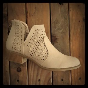 Ankle boot bootie with small heel